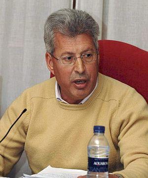 Manuel Fuentes, alcalde de Seseña, durante el pleno. (Foto: EFE)