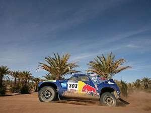 Carlos Sainz, durante la etapa entre Ouarzazate y Tan-Tan. (Foto: EFE)