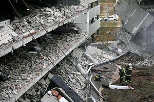 Estado del Parking de Barajas tras el atentado. (Foto: AFP)