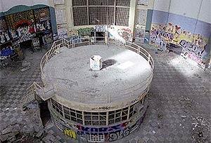 Imagen del interior de la cárcel, en estado de abandono. (Foto: The Iban) VEA MÁS IMÁGENES