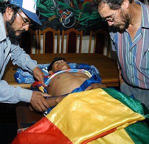 Uno de los fallecidos en los enfrentamientos. (Foto: EFE)