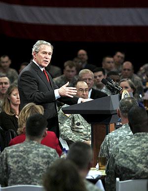 Bush en su discurso, este jueves, ante los soldados de Fort Benning. (Foto: EFE)