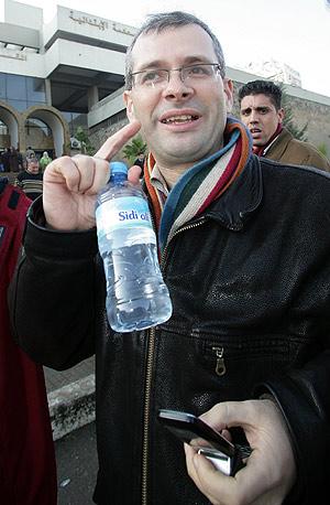 Dris Ksikes, director de la revista suspendida. (Foto: AP)