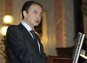El presidente del Gobierno, José Luis Rodríguez Zapatero, en el Congreso. (Foto: EFE)
