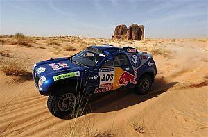 Sainz y la caravana del Dakar dijeron adiós a las dunas. (Foto: AP)