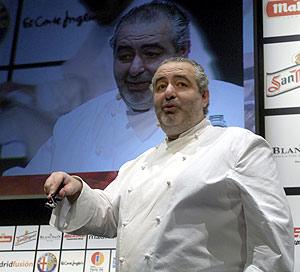Santi Santamaría durante su intervención en Madrid Fusión. (Foto: Paco Toledo)