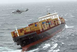 Rescate del barco 'MSC Napoli' en el Canal de la Mancha. (Foto: AFP)