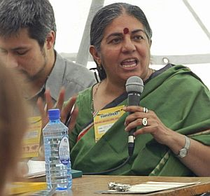 La activista india Vandana Shiva interviene en un debate en Nairobi. (Foto: AFP)