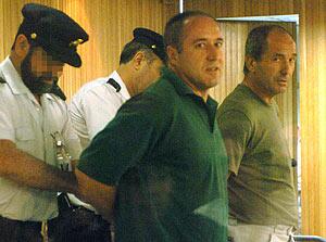 Henri Parot (delante), en julio de 2006. (Foto: EFE)