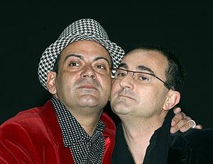 José Corbacho y Manel Iglesias, los directores de la gala. (Foto: EFE)