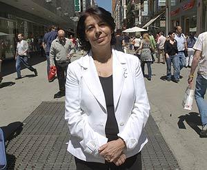 Inés Sabanés, en una calle del centro de Madrid. (Foto: Carlos Miralles)