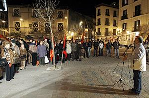 Los manifestantes durante su protesta en la plaza de San Ildefonso. (Foto: EFE)