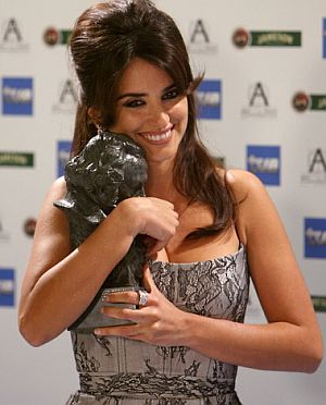 Penélope Cruz, con el Goya a la mejor actriz. (Foto: AFP)