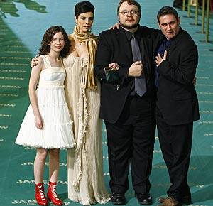 De izda. a dcha.: Ivana Baquero, Maribel Verdú, Guillermo del Toro y Sergi López. (Foto: REUTERS)