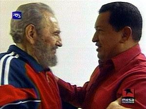 Castro, saluda a Chávez durante su encuentro. (Foto: REUTERS)