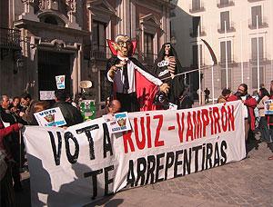 El 'nuevo candidato', en su presentación ante los medios. (Foto: elmundo.es)