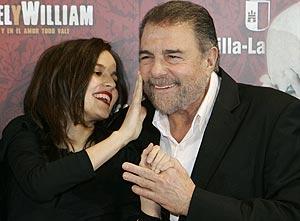Elena Anaya y Juan Luis Galiardo protagonizan 'Miguel & William'. (Foto: EFE)