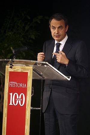 Rodríguez Zapatero se dirige al público. (Foto: Alberto Cuéllar).