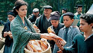 Maribel Verdú en una escena de la película 'El laberinto del fauno', de Guillermo del Toro.