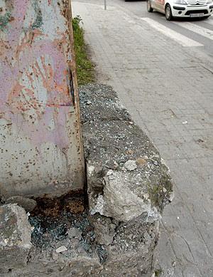 Lugar donde chocó la furgoneta en la que murió el joven. (Foto: EFE)