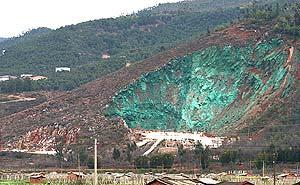 La montaña, pintada de verde. (Foto: Reuters)