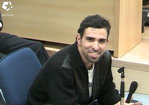 Zougam sonríe durante el interrogatorio. (Foto: LaOtra)