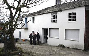 Vista del exterior de la casa familiar de la soldado Idoia Rodríguez Buján en la localidad de Nodar. (Foto: EFE)
