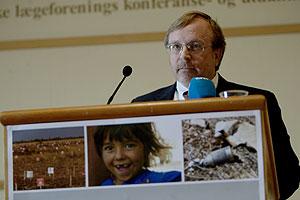 Steve Goose, de la Coalición contra estas armas, en la inauguración de la conferencia. (EFE)