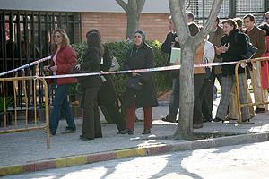 Varios asistentes al juicio en la Casa de Campo. (Foto: Antonio M. Xoubanova)