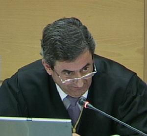 El fiscal Javier Zaragoza pregunta a Zouhier. (Foto: LaOtra)