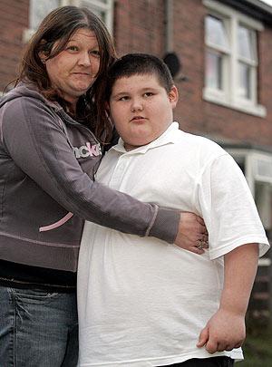 Connor junto a su madre. (Foto: AP)