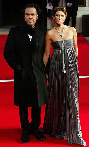 Alejandro González Iñárritu junto a su esposa, en la alfombra roja de los Oscar. (Foto: EFE)