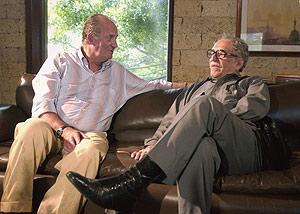García Márquez junto al Rey en una visita del soberano a Cartagena de Indias. (Foto: EFE)