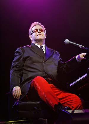 Elton John, durante un concierto en California. (Foto: REUTERS)