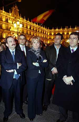 La presidenta de la Comunidad de Madrid, Esperanza Aguirre, en la concentración de Salamanca. (Foto: EFE)