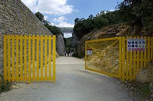 Puertas de acceso al yacimiento arqueológico. (Foto: EFE)