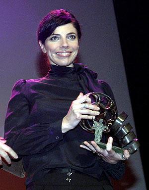 Maribel Verdú recoge su San Pancracio. (Foto: EFE)