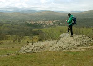 Un hombre contempla un paisaje. (Foto: Marga Estebaranz)