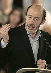 Alfredo Pérez Rubalcaba, en un mitin. (Foto: EFE)