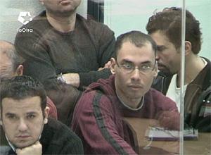 Basel Ghalyoun y Fouad el Morabit escuchan la sesión. (Foto: LaOtra)