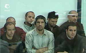 Varios de los procesados durante la sesión. (Foto