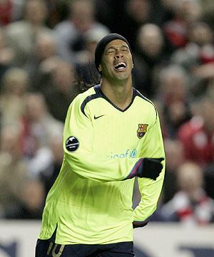 El jugador del Barça Ronaldinho, tras perder una oportunidad. (Foto: AP)