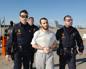 Moutaz Almallah Dabas a su llegada a Madrid. (Foto: EFE)