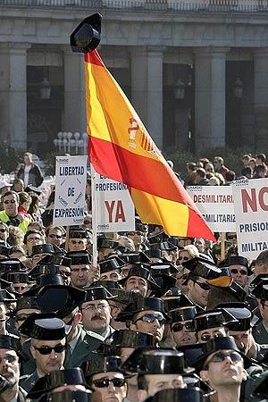 Concentración de guardias civiles en Madrid, en enero de 2007. (Foto: EFE)