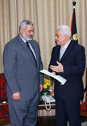 Ismail Haniya y Abu Mazen. (Foto: AFP)