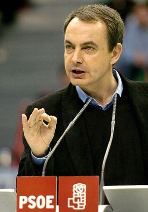 Zapatero. durante el mitin en Zaragoza. (Foto: EFE)