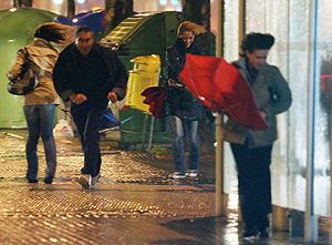 Una imagen del reciente temporal de viento en San Sebastián, en los primeros días de marzo. (Foto: EFE)