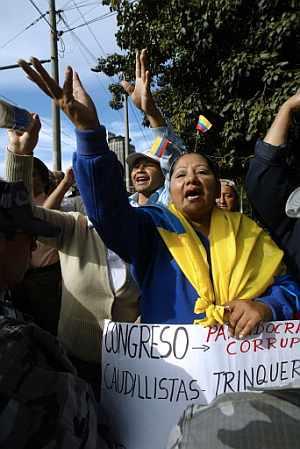 Seguidores de Correa se manifiestan en las calles de Quito. (Foto: AFP)