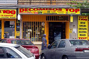 Fachada de la tienda Bazar Top, donde Suresh Kumar y Vinay Kohli, vendieron seis teléfonos Trium, el día 4 de marzo de 2004 a los autores de los atentados. (Foto: Alberto Cuéllar)