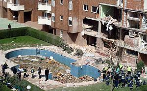 La finca de la calle Carmen Martín Gaite de Leganés en la que se produjo el suicidio colectivo. (Foto: Diego Sinova)